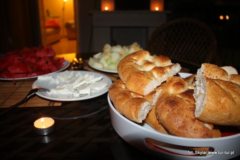 ...arbuz, melon, chlebek i ser... mleczny napój za dni parę ;)