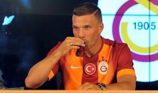 Robert Lewandowski pije turecką herbatkę ;)