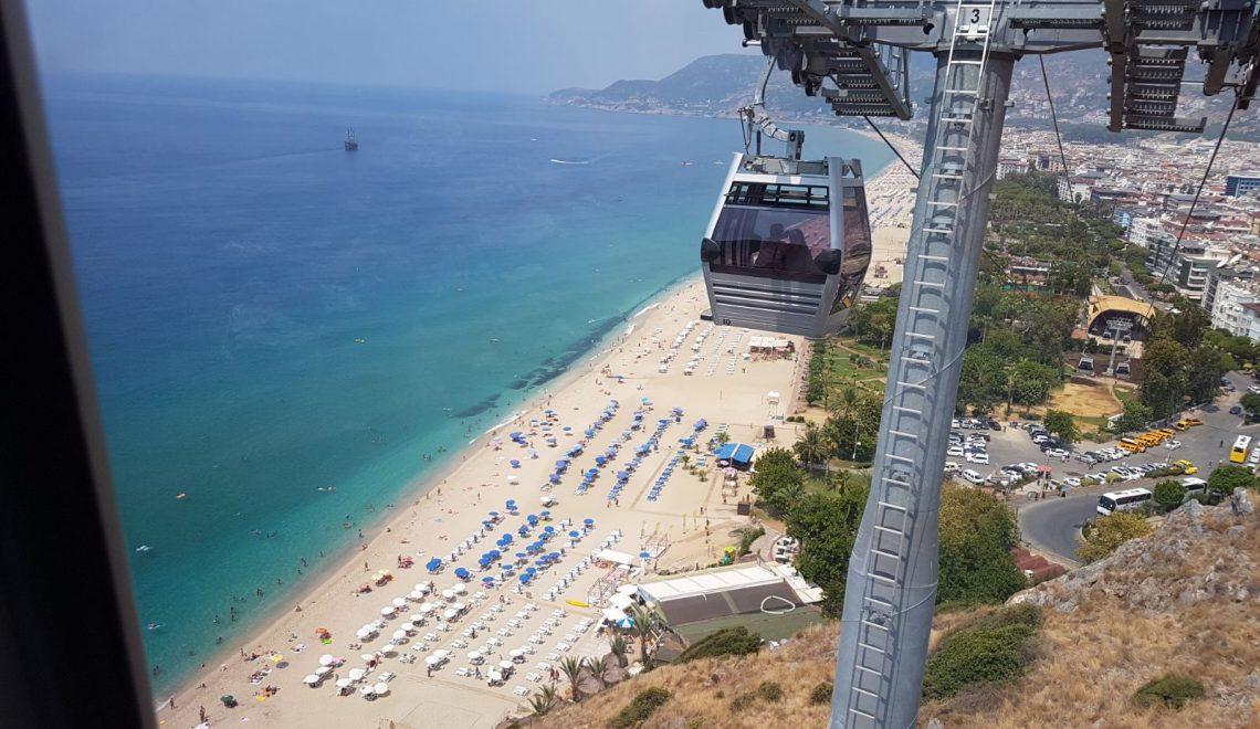 Alanya News 10.09: plaża dla kobiet, kolejka, i tureckie zaręczyny